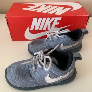 Boys Nike Rosherun Sneakers